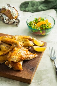 Barbecue beer canned chicken met citrussalade