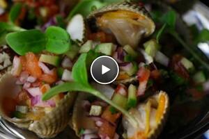 Caribische garnalen van de barbecue met salsa van gegrilde